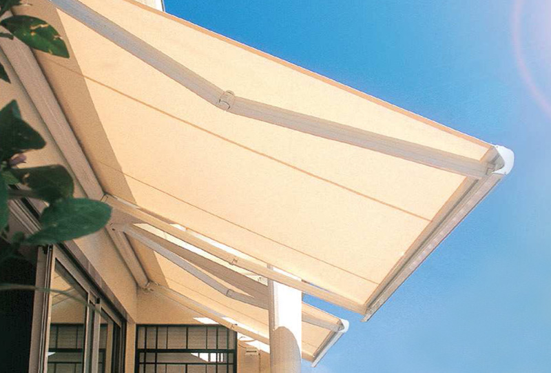 Residential retractable patio awning 1.