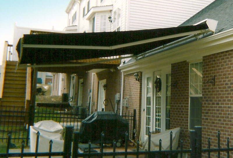 Retractable Roof Mounted Awning